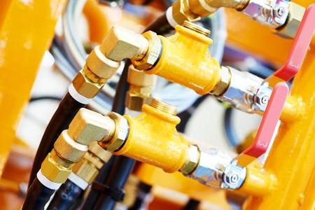 Hydrauliczne rury ciśnieniowe i złączki urządzeń przemysłowych