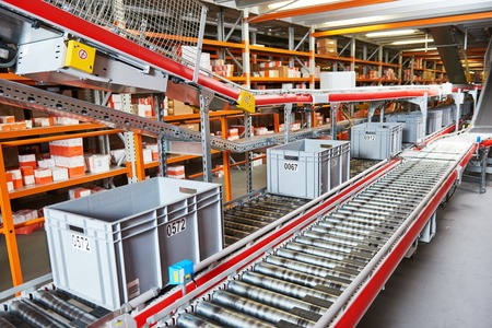 Automated warehouse. Boxes with spare parts moving on conveyer Stockfoto