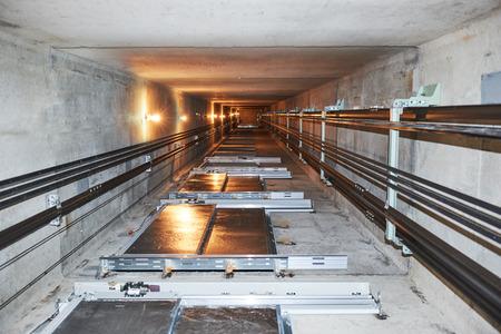 elevator in lift shaft Standard-Bild