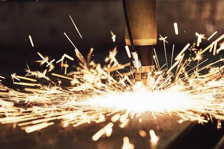 Laser or plasma cutting technology of flat sheet metal. Standard-Bild
