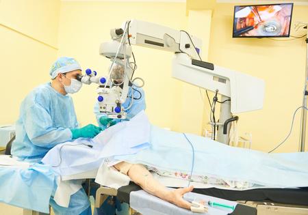 surgeon doctors in operation room Standard-Bild