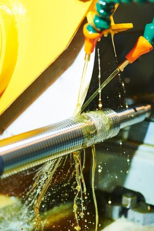 Thread cutting on polishing machine with oil lubrication Reklamní fotografie