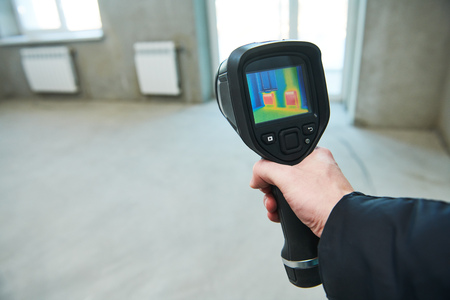 thermal imaging camera inspection for temperature check and finding heating pipes Archivio Fotografico