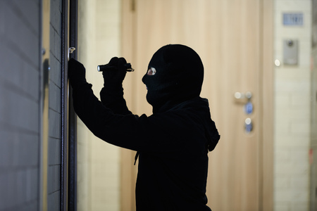 Burglar thief in mask. break-in of an apartment. Reklamní fotografie