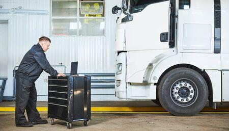 Truck repair service. Mechanic makes computer diagnostic of the semitruck 版權商用圖片