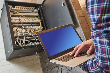 ingénieur réseau administrateur au centre de données Banque d'images