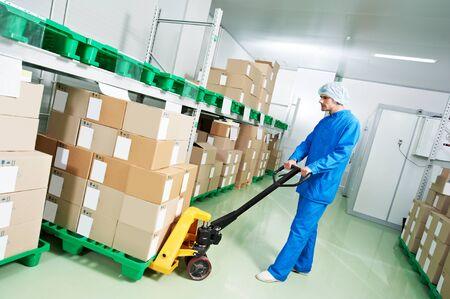 medical warehouse worker with manual lift loader Reklamní fotografie