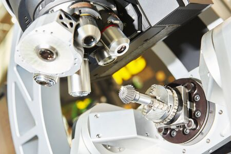 Quality control in bevel gear manufacture with industrial microscope