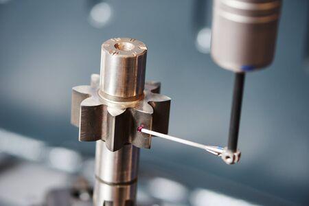 misurazione dell'ingranaggio della ruota dentata. Strumento sensore di coordinate a tre dimensioni che misura la superficie evolvente