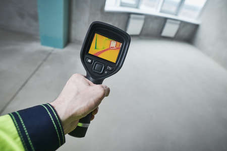 thermal imaging camera inspection for temperature check and finding heating pipes Standard-Bild