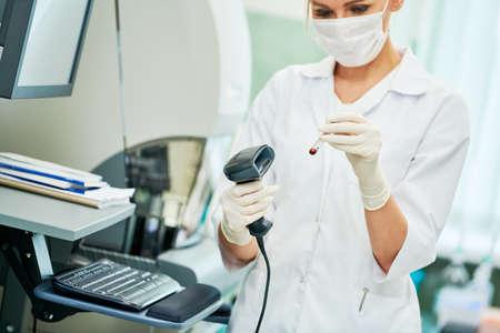 Medical analysis worker in clinic laboratory. Standard-Bild