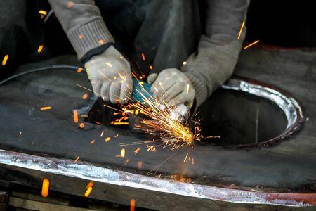 Master grind metal a grinder sparks Imagens