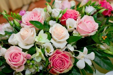 고급 장미와 난초 꽃다발