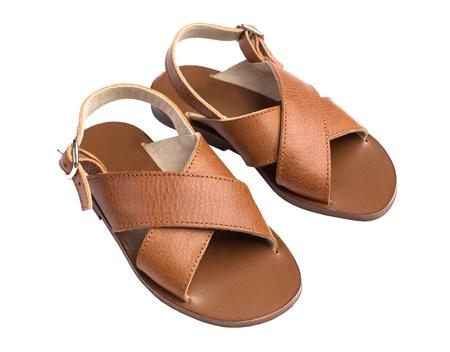 아이 여름 가죽 갈색 신발은 흰색에 고립