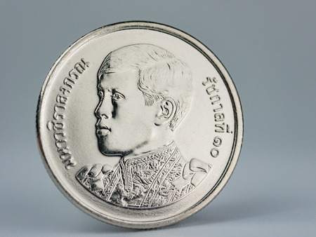 new thai coin baht currency in 2018, There is a reign of the King Rama X (10)  on the front of  five (5) baht coin Imagens