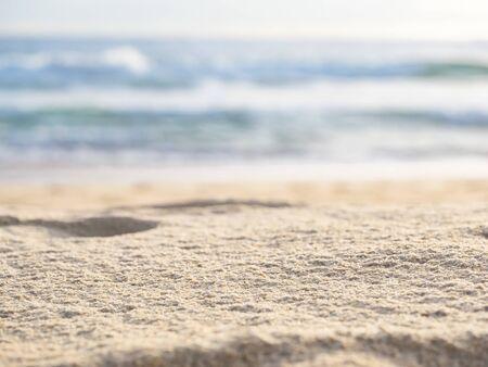 gros plan du sable avec une vague de plage de la mer