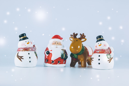 christmas frog: Santa claus and reindeer stand with Gang of Snowman on white background. Snow flake is falling down.