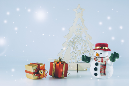 christmas frog: Snowman near christmas tree on white background. Snow flake is falling down. Decoration gift for Merry Christmas and happy new year
