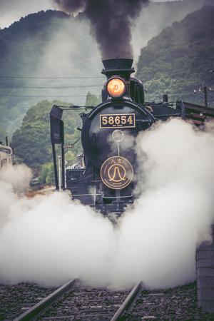 28 ottobre 2016, Kumamoto, Giappone: SL Hitoyoshi, treno a vapore Heaven-carbone e ferro da stiro e treno trans presso la stazione di Sakamoto, Kumamoto, Giappone