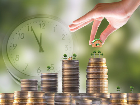 salarios: Interest Investment ideas, returns, financial returns, investment businesses Follow the steps and have little riskFast time Home and interest Foto de archivo