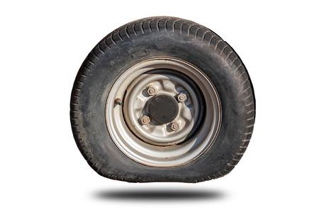 Vecchi pneumatici a terra che si sono separati dallo sfondo bianco clipingpart Archivio Fotografico