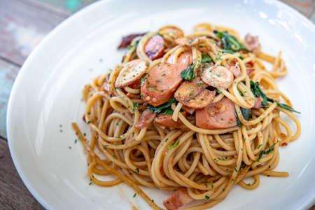 Spaghetti, food, street, asia, delicious, bacon, sausage on the wood floor, photo jpg Imagens