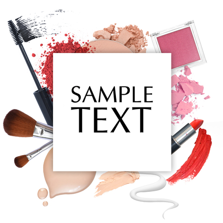 cosmeticos: marco de la promoción de cosméticos en un fondo blanco
