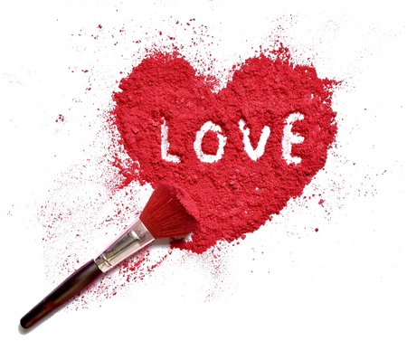 love on heart shaped crushed makeup color powder with brush Banque d'images - 106138257