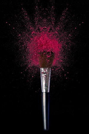 Make up brushes with powder explosion on black background Banque d'images - 106639854