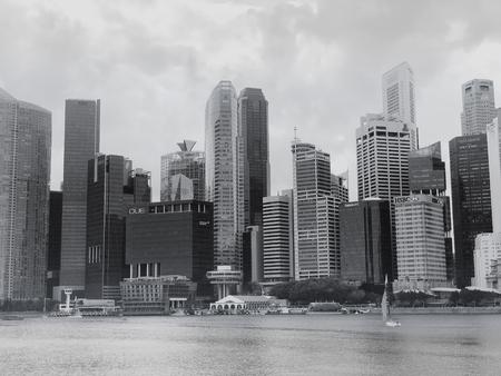 SINGAPUR: 21. Januar 2019 - B&W-Bild des zentralen Geschäftsviertels von Singapur Cityscape in der Nähe des Raffles Place und des Singapore River