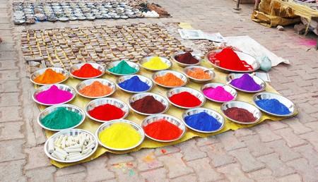 Kleurrijke indian verf op de markt