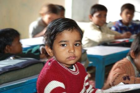 bambini poveri: Gennaio Orcha, India, 3,2007 - scuola orfanotrofio in Orchha, centinaia di bambini abbandonati per le strade � vittime della povert� o della malattia