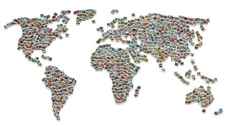 mapas conceptuales: Collage de mapa del mundo hecho de fotos de viajes de colores aislados sobre fondo blanco