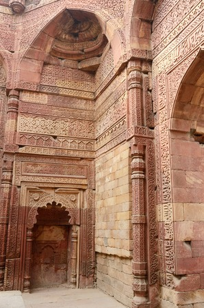stone carving: Remains of Qutub mosque in Delhi  India  decorated with sentences from Koran,islamic holy book, and mihrab,showing direction to Mecca It Stock Photo