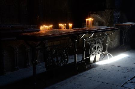 教会でキャンドル ライト