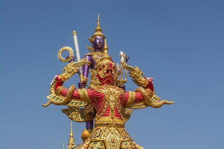 Statua di belle arti La cultura thailandese ha uno stile unico e colorato a Bangkok in Thailandia