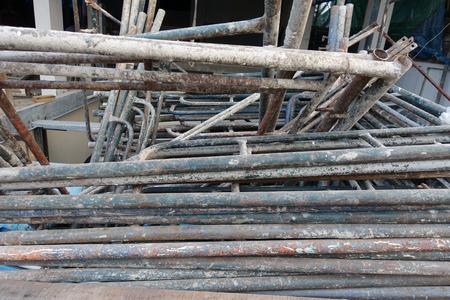 andamios: tubos de andamios viejos