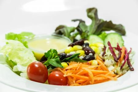 contorni: insalata di verdure fresche, contorni. Archivio Fotografico