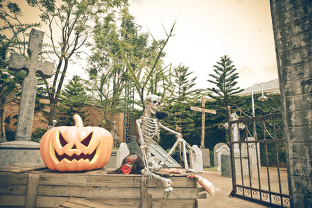 masters of rock: Photos of the puppet skeleton on Halloween Festival Lavigne.