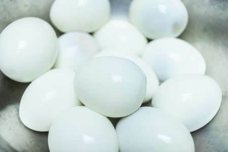 Boiled eggs Peeled Put together many bubbles