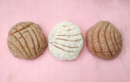 sweet bread called cochas, vanilla and chocolate flavors, on pink background Imagens