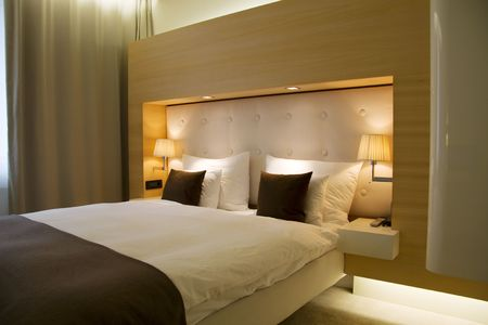 luxury hotel room: Bed and pillows