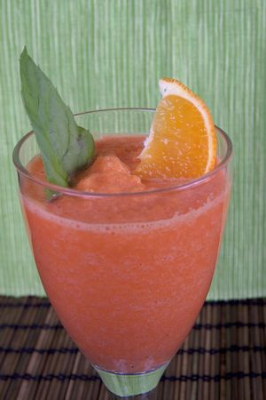 carot: smoothie with melon, orange, mint and carot