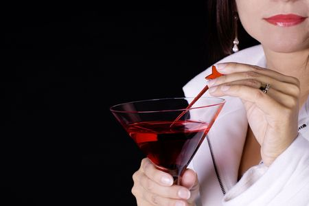 Mujer con un cóctel rojo vistiendo un abrigo blanco  Foto de archivo - 5871658