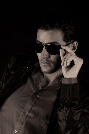 sole occhiali: Cool modello maschile con occhiali da sole
