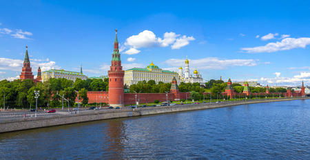 Panoramic view of the Moscow Kremlin and Moscow river on a sunny day Фото со стока