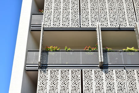VIENNA, AUSTRIA - SEPTEMBER 17, 2018: Beautiful balcony on sunshade facade in Seestadt Aspern, one of Europe's largest urban development projects. It is in the 22nd district (Donaustadt) of Vienna. 新闻类图片