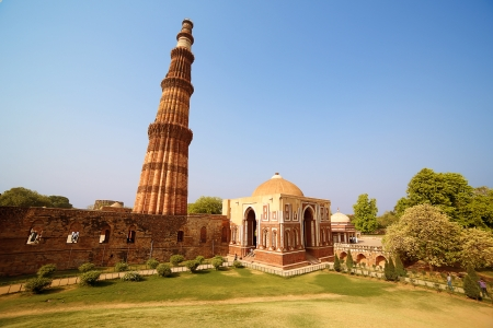 Qutb Minar, New Delhi photo