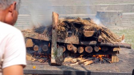 death corpse burning cremation fire, pashupatinath temple, kathmandu, nepal Stockfoto
