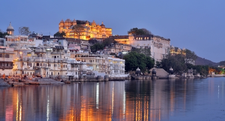 Magnificent view of Udaipur, Rajasthan at night Foto de archivo